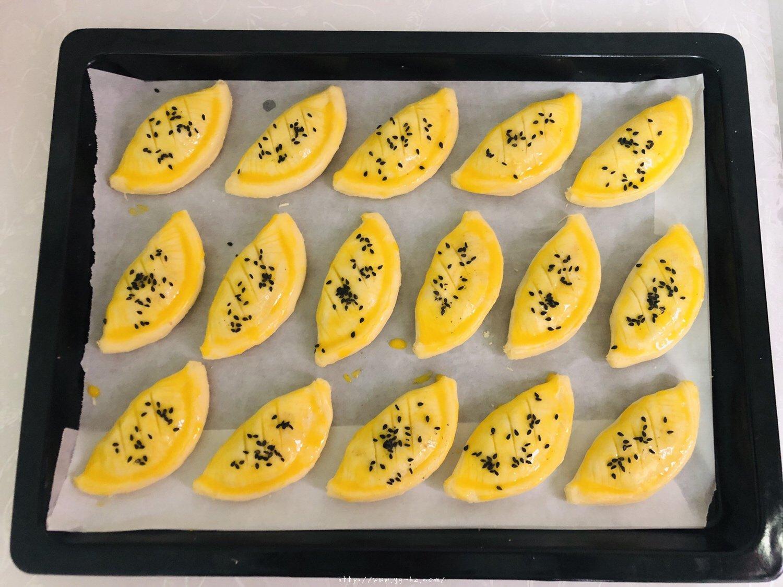 蛋挞皮版红豆酥的做法 步骤7