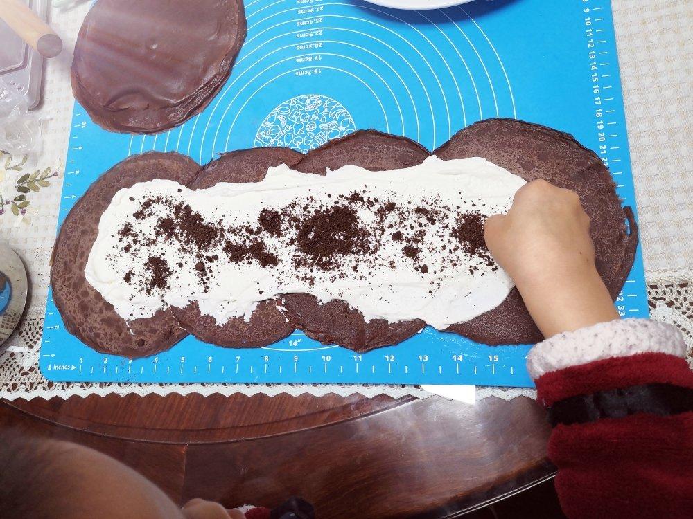 简单的千层卷,好吃到爆的巧克力毛巾卷,让烤箱休假的巧克力卷的做法 步骤7