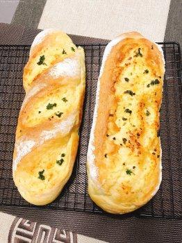 超软的蒜蓉面包&蒜