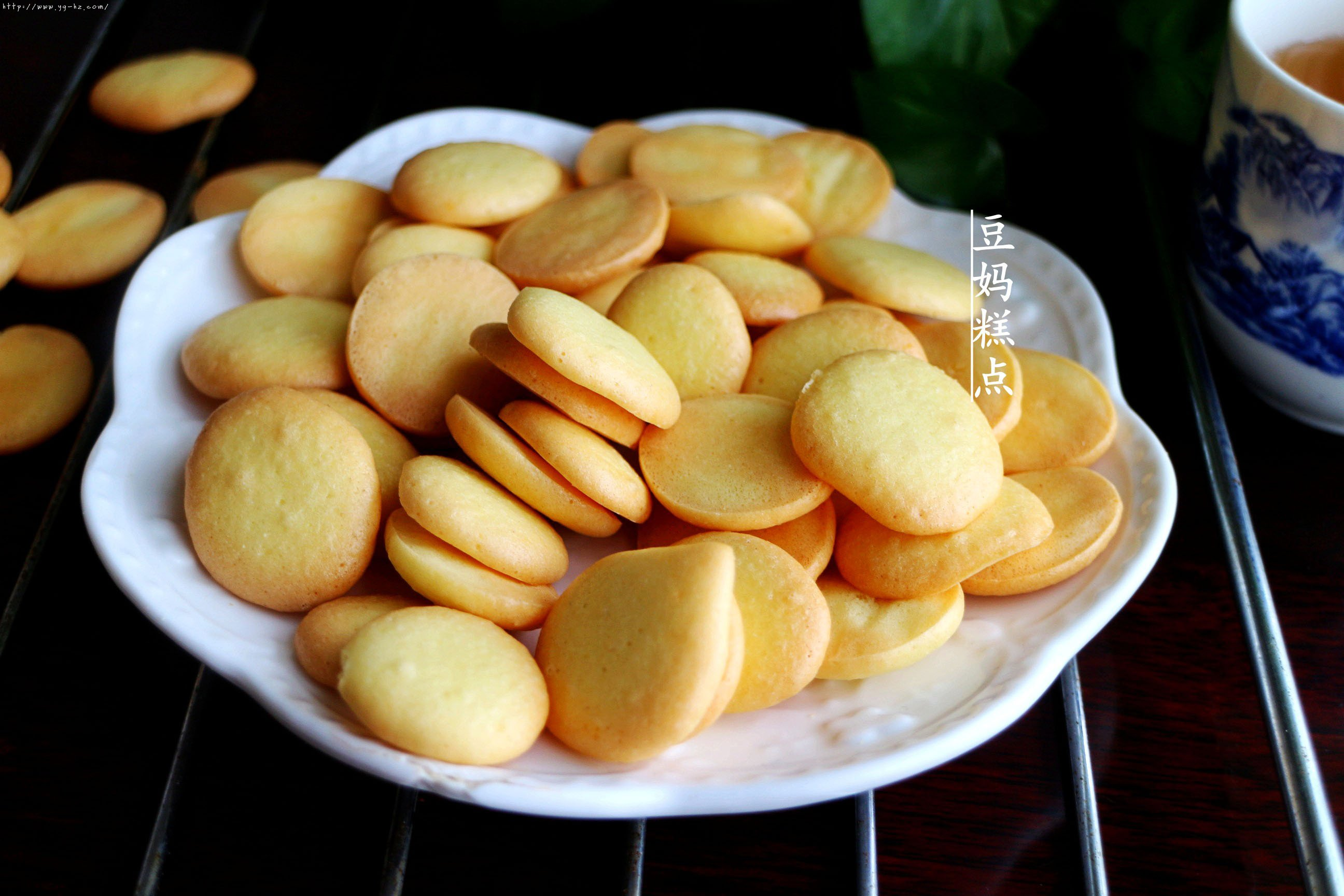 鸡蛋小饼干,又香又酥,比买的还好吃的做法