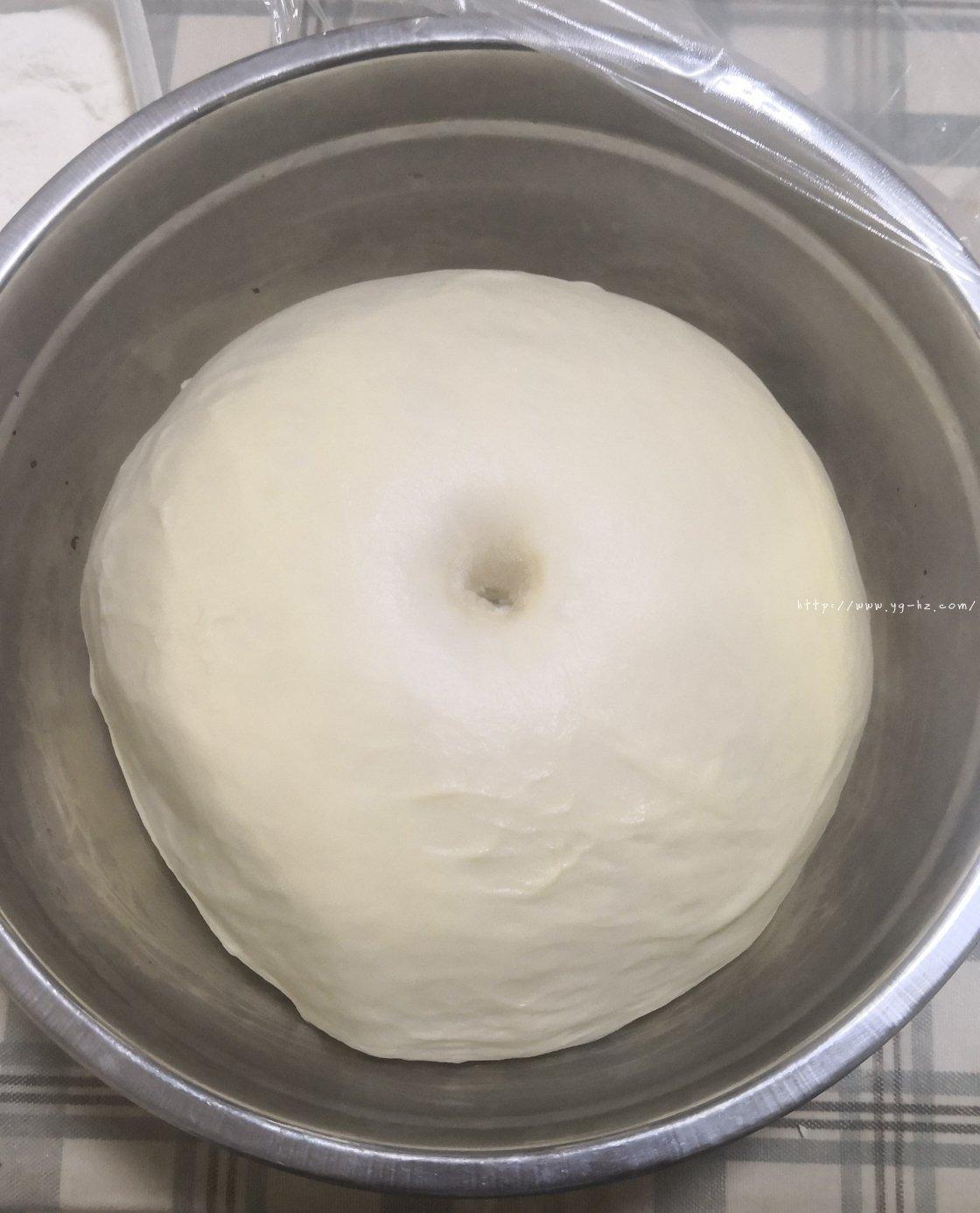 豆沙面包卷的做法 步骤2