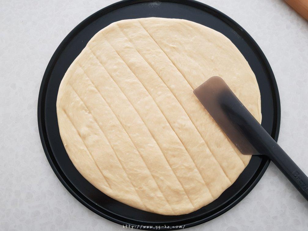 香葱蒜蓉芝士厚披萨的做法 步骤5
