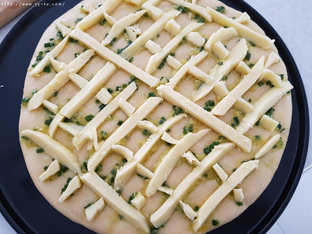 香葱蒜蓉芝士厚披萨的做法 步骤9