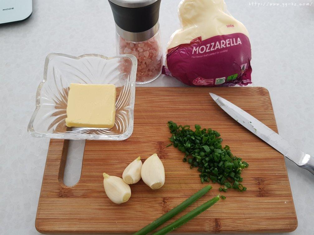 香葱蒜蓉芝士厚披萨的做法 步骤3