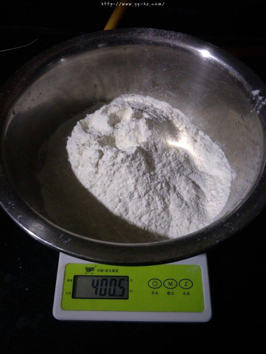 超软牛奶面包家庭简单版(不加黄油)的做法 步骤1