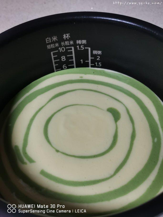 电饭锅版抹茶酸奶双色斑马纹戚风蛋糕的做法 步骤9