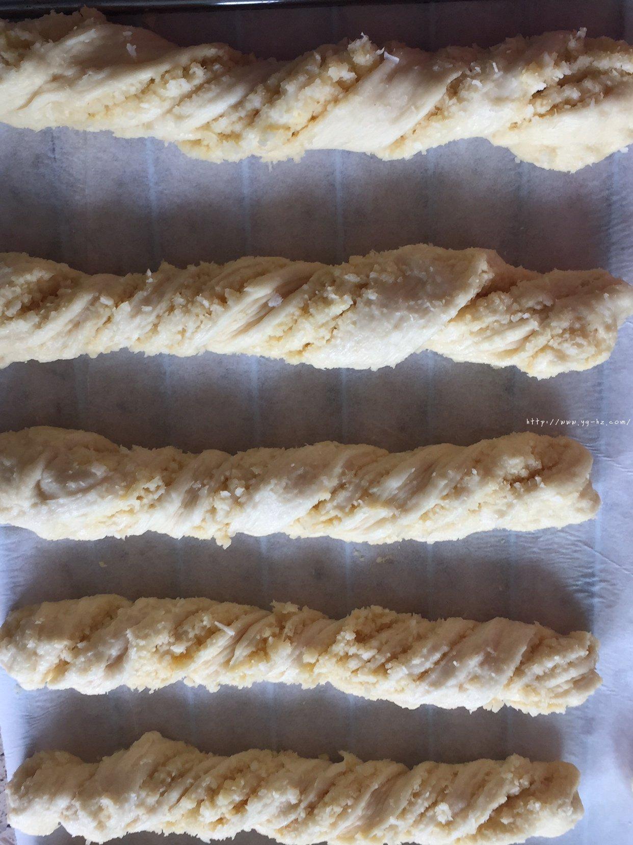 椰蓉面包的做法 步骤10