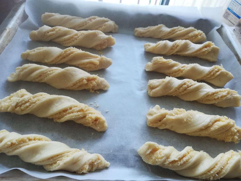 椰蓉面包的做法 步骤11