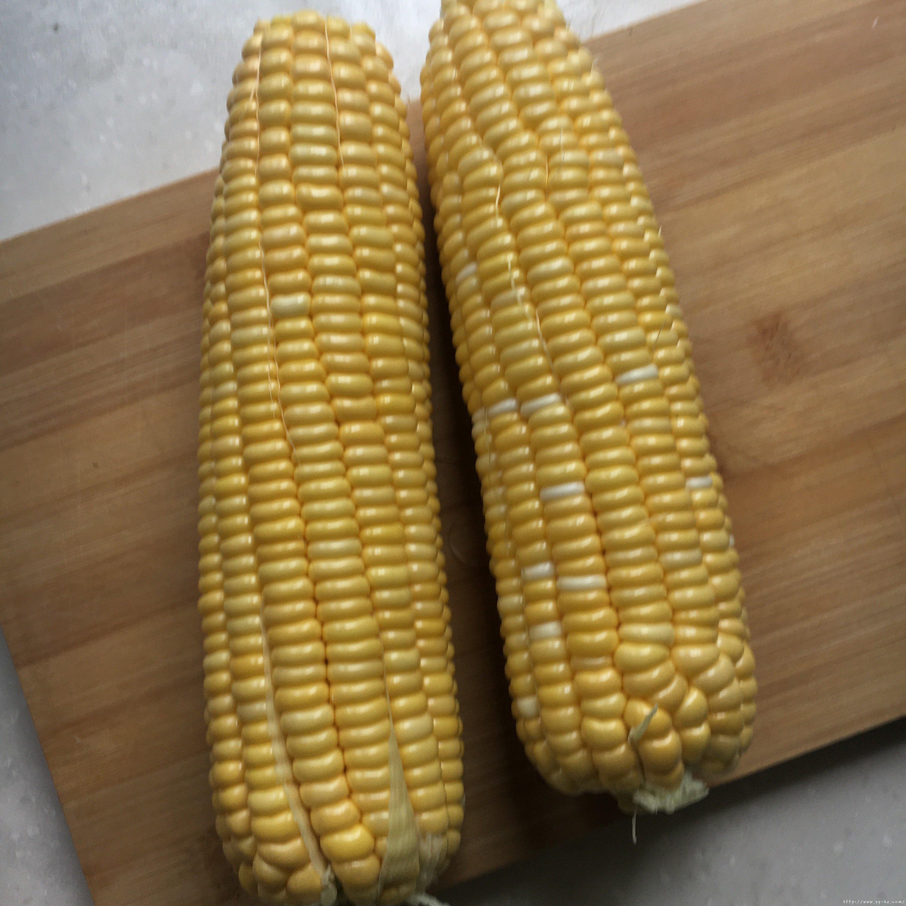 蒸鲜玉米糕一一玉米粑粑的做法 步骤3