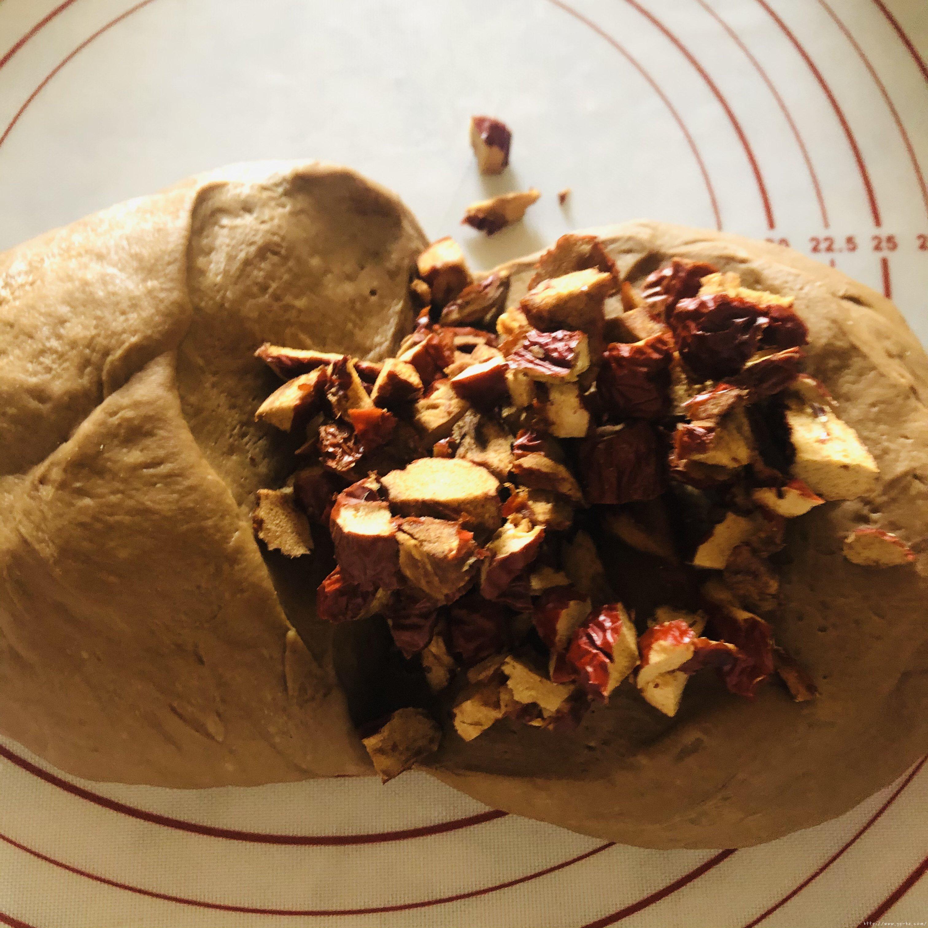 红枣开花馒头的做法 步骤7