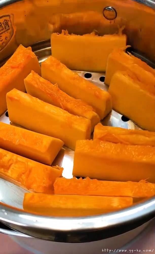 奶香南瓜饼(低脂)的做法 步骤1