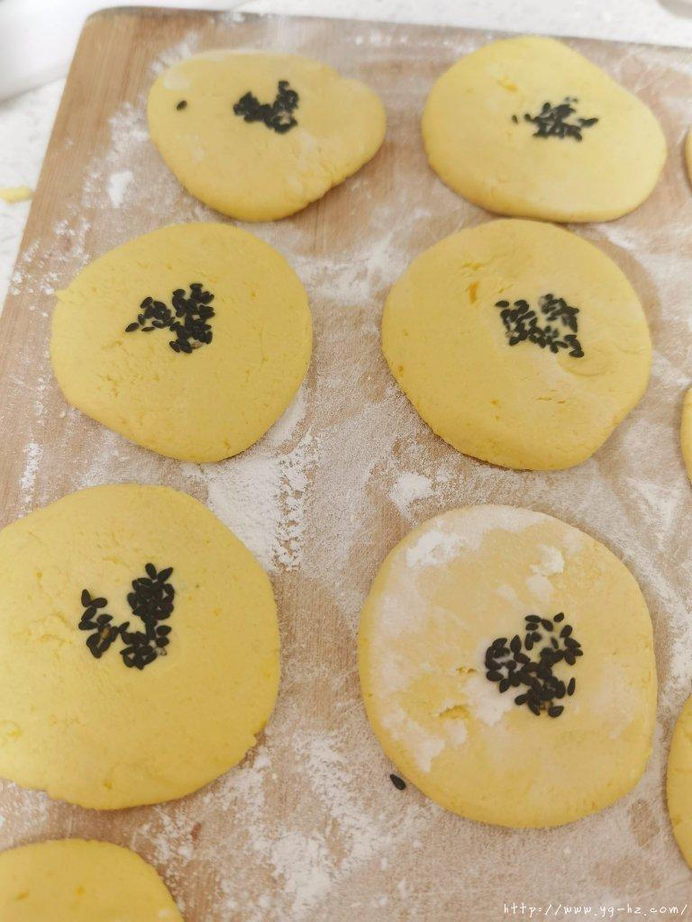 外酥里糯的南瓜饼的做法 步骤4