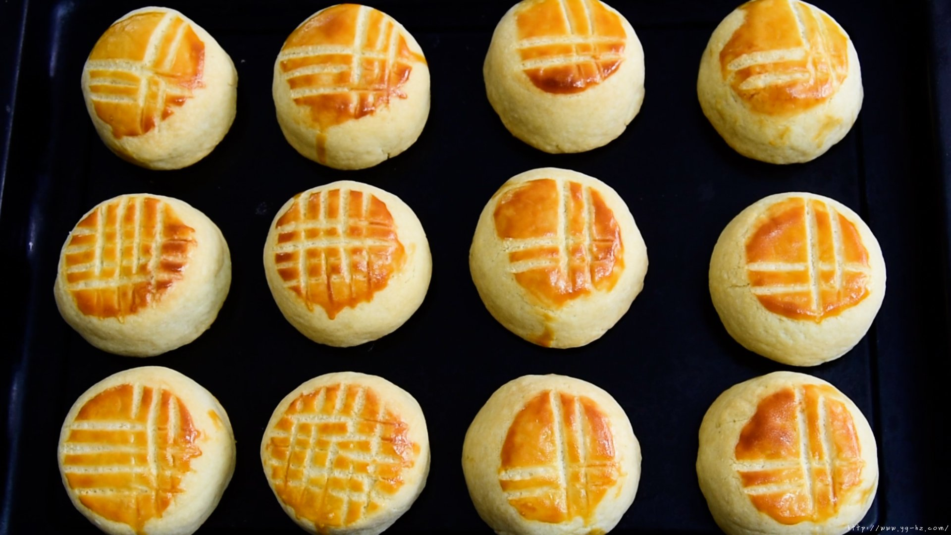不用模具!简单又美味!!中秋  奶酪月饼的做法 步骤24